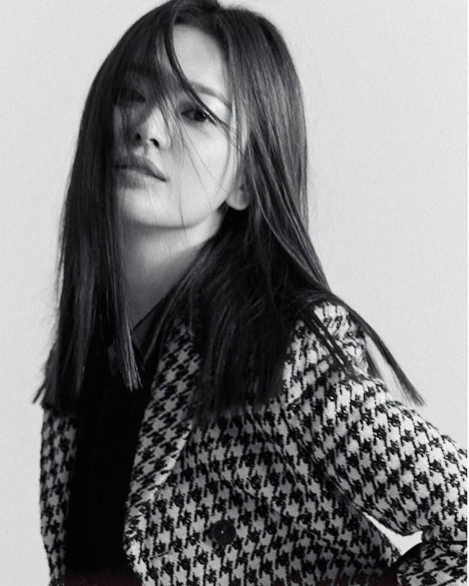 Song Hye Kyo sành điệu cực chất trên Bazaar Thái - ảnh 9