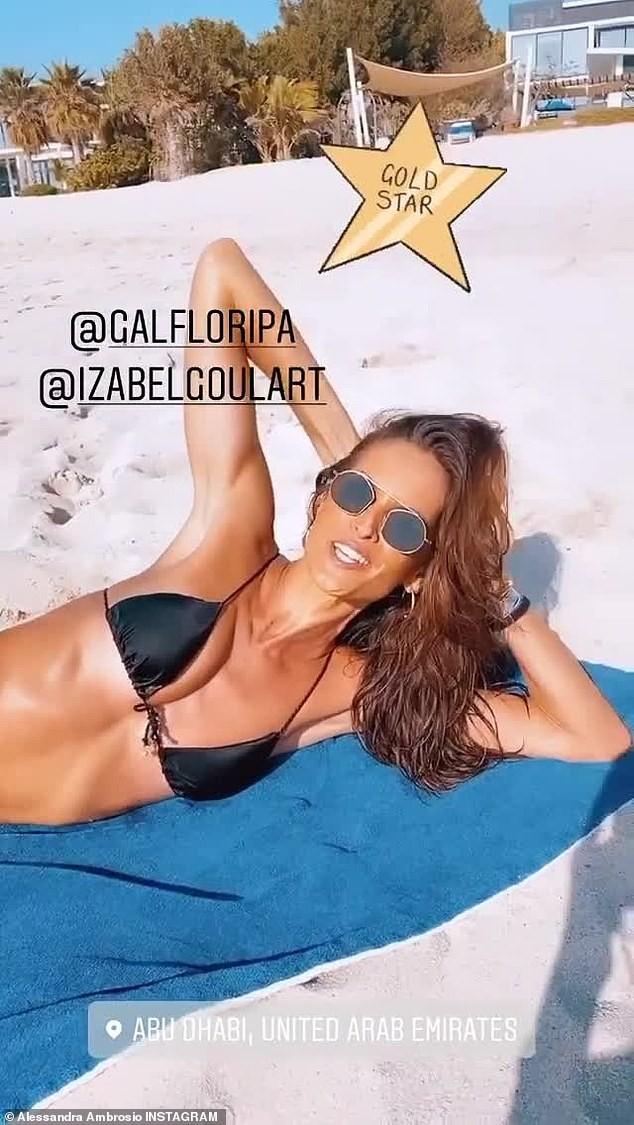 Hai siêu mẫu xứ Samba diện bikini 'nóng rực' trên biển Abu Dhabi - ảnh 3
