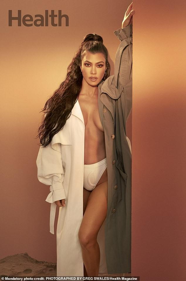 Kourtney Kardashian sở hữu sắc vóc trẻ trung đầy sức sống dù đã sinh 3 con. - ảnh 1