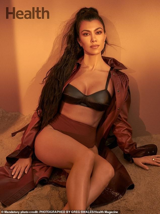 Kourtney Kardashian sở hữu sắc vóc trẻ trung đầy sức sống dù đã sinh 3 con. - ảnh 2