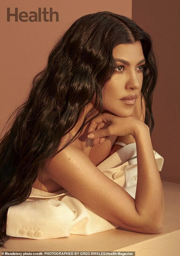 Kourtney Kardashian sở hữu sắc vóc trẻ trung đầy sức sống dù đã sinh 3 con. - ảnh 3