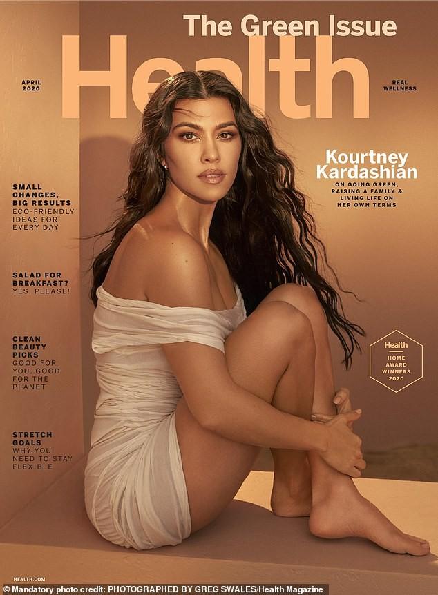 Kourtney Kardashian sở hữu sắc vóc trẻ trung đầy sức sống dù đã sinh 3 con. - ảnh 4