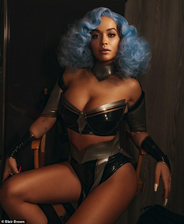 Rita Ora mặc táo bạo tôn đường cong rực lửa - ảnh 2