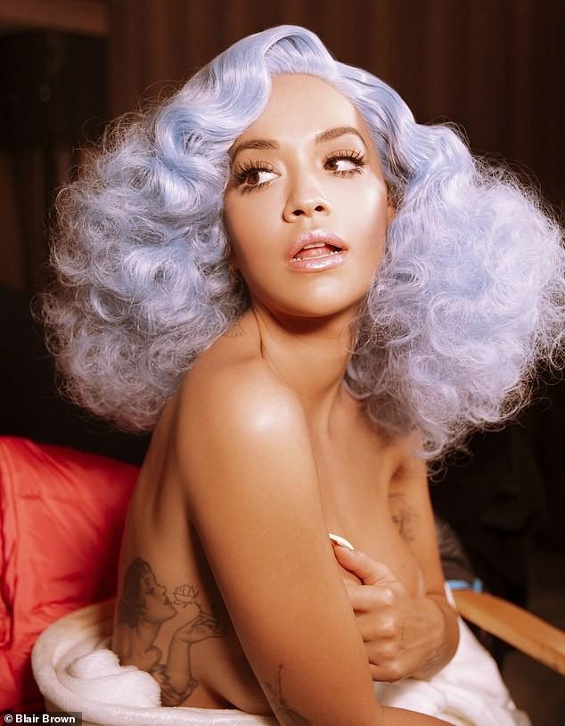 Rita Ora mặc táo bạo tôn đường cong rực lửa - ảnh 1