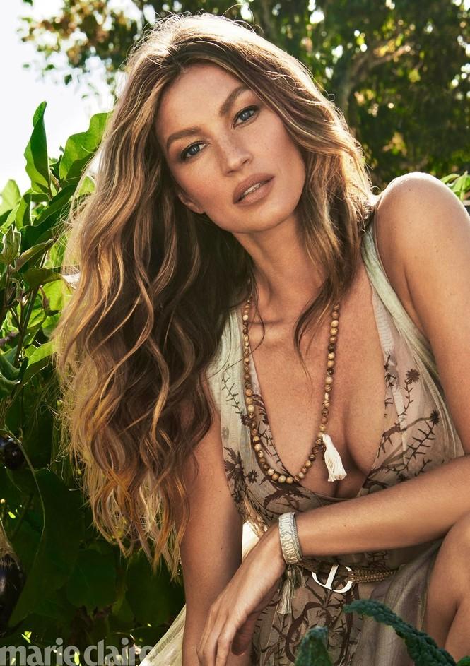 Nhiều fan hâm mộ nhận xét người đẹp Brazil trông vẫn trẻ trung xinh đẹp không khác mấy so với thuở cô mới vào nghề cách đây đã hơn 20 năm. - ảnh 2