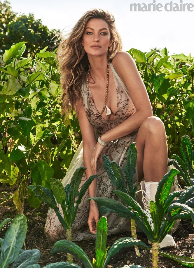 Nhiều fan hâm mộ nhận xét người đẹp Brazil trông vẫn trẻ trung xinh đẹp không khác mấy so với thuở cô mới vào nghề cách đây đã hơn 20 năm. - ảnh 3