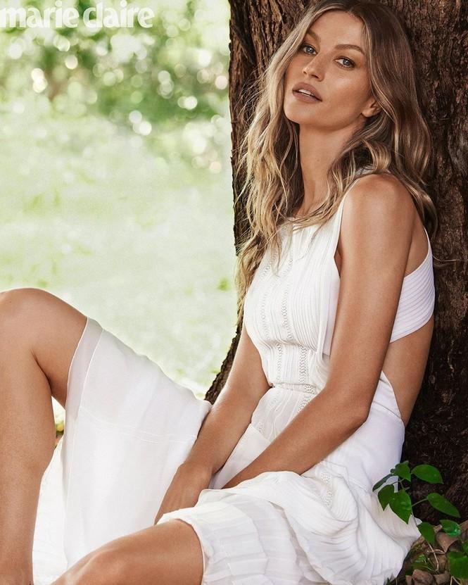 Nhiều fan hâm mộ nhận xét người đẹp Brazil trông vẫn trẻ trung xinh đẹp không khác mấy so với thuở cô mới vào nghề cách đây đã hơn 20 năm. - ảnh 7