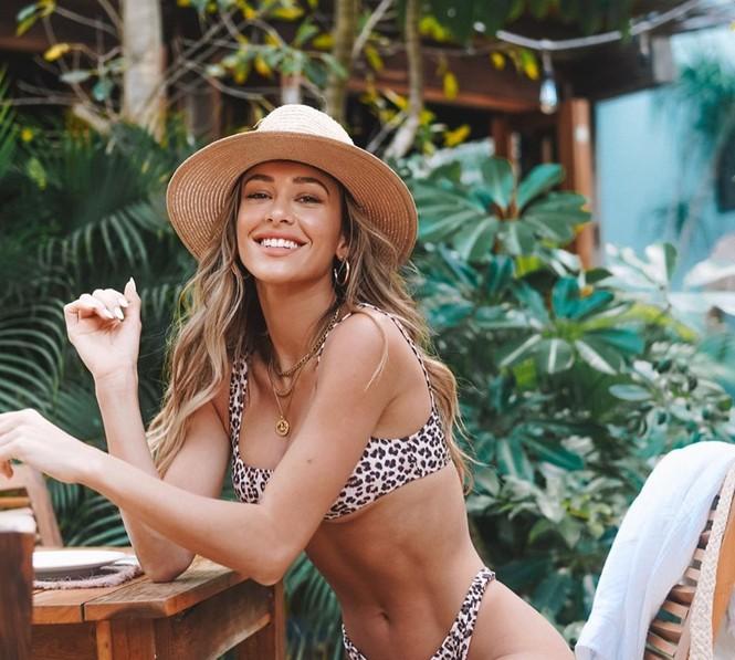 Cindy Prado vừa gây chú ý với loạt ảnh mặc áo tắm cut-out táo bạo ở biển Miami, Florida. - ảnh 15
