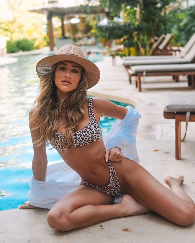 Cindy Prado vừa gây chú ý với loạt ảnh mặc áo tắm cut-out táo bạo ở biển Miami, Florida. - ảnh 14