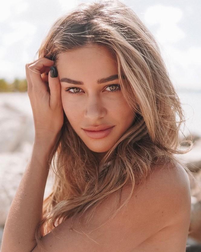 Cindy Prado vừa gây chú ý với loạt ảnh mặc áo tắm cut-out táo bạo ở biển Miami, Florida. - ảnh 13