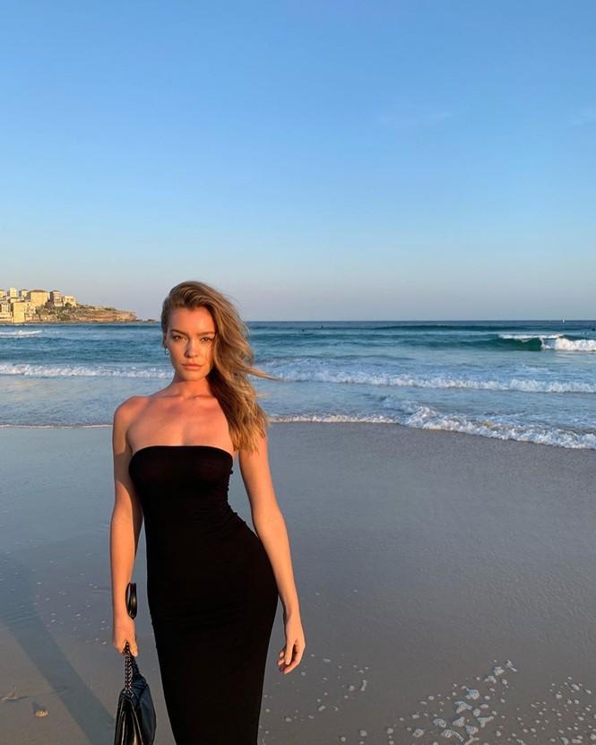 Siêu mẫu Úc Georgia Gibbs trẻ đẹp đầy sức sống thanh xuân - ảnh 10