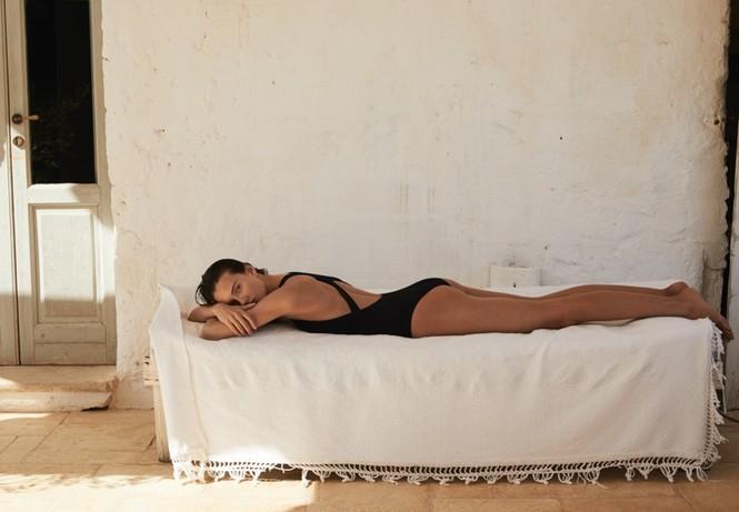 Alicja Tubilewicz stars in Max Mara Leisure Beachwear spring-summer 2020 lookbook - ảnh 10