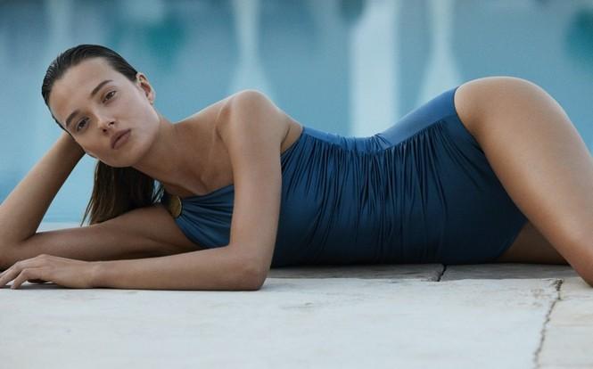 Alicja Tubilewicz stars in Max Mara Leisure Beachwear spring-summer 2020 lookbook - ảnh 1