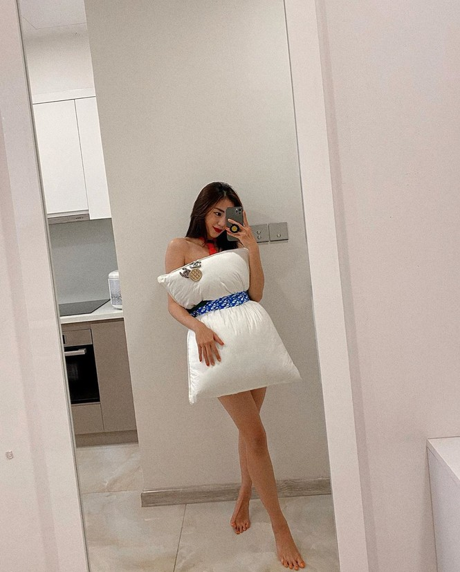 Hội bạn thân Chi Pu sang chảnh với trào lưu dùng gối ngủ làm... váy - ảnh 2