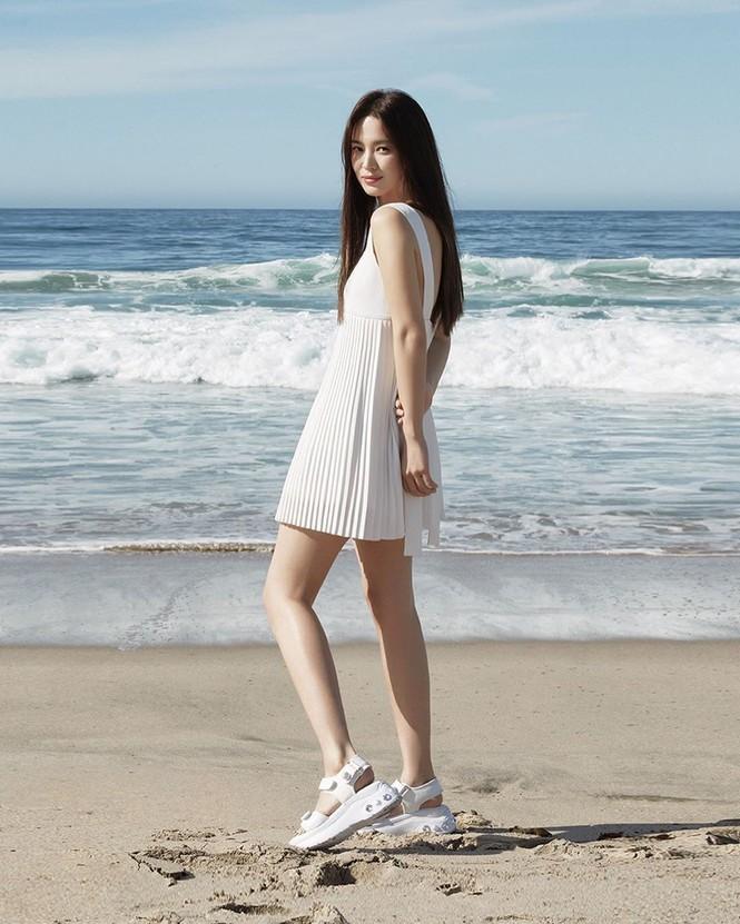 Mỹ nhân độc thân quyến rũ Song Hye Kyo khoe dáng thon với crop top - ảnh 9