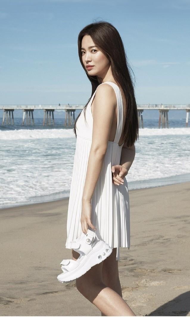 Mỹ nhân độc thân quyến rũ Song Hye Kyo khoe dáng thon với crop top - ảnh 8