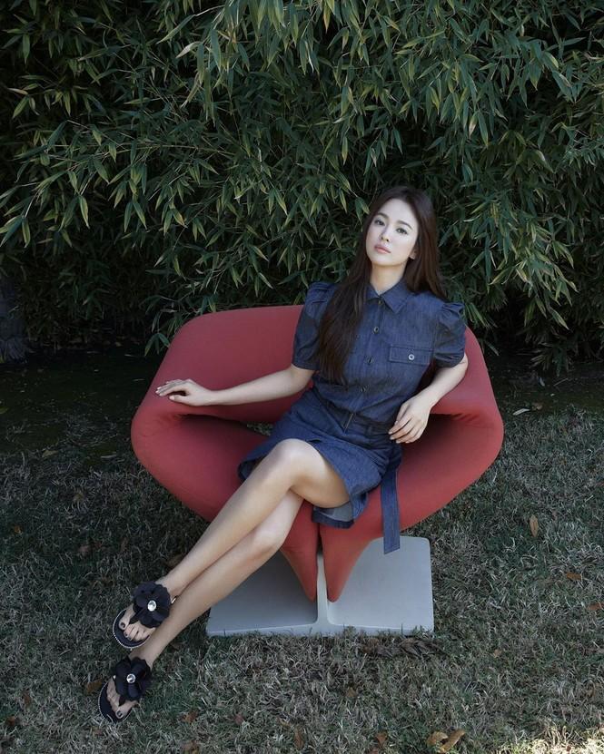 Mỹ nhân độc thân quyến rũ Song Hye Kyo khoe dáng thon với crop top - ảnh 3