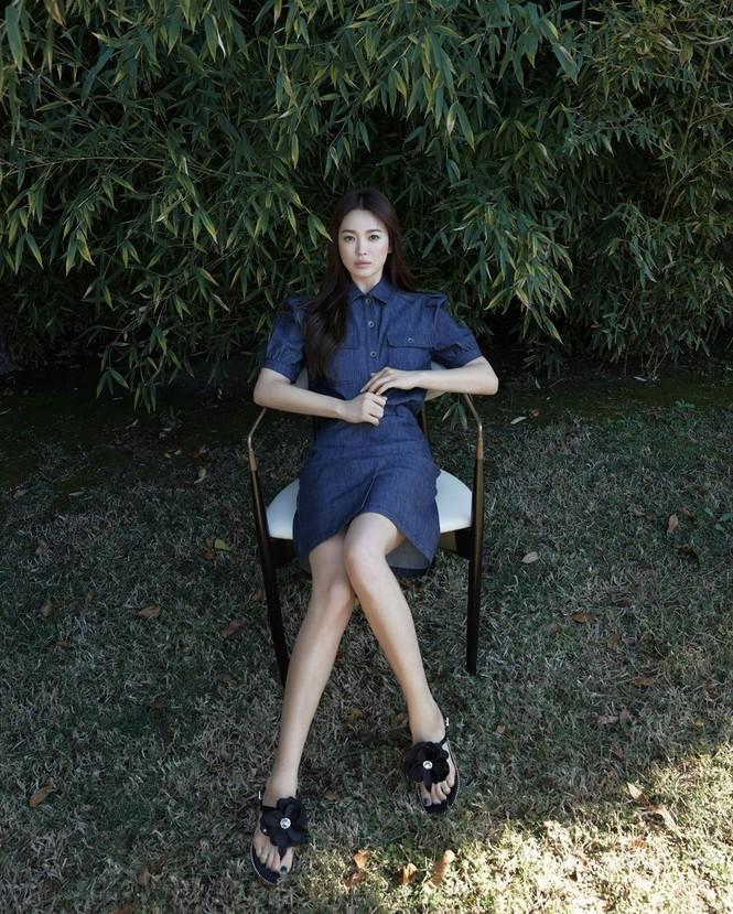 Mỹ nhân độc thân quyến rũ Song Hye Kyo khoe dáng thon với crop top - ảnh 4