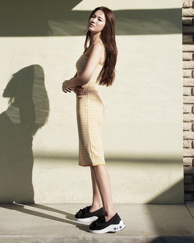 Mỹ nhân độc thân quyến rũ Song Hye Kyo khoe dáng thon với crop top - ảnh 6