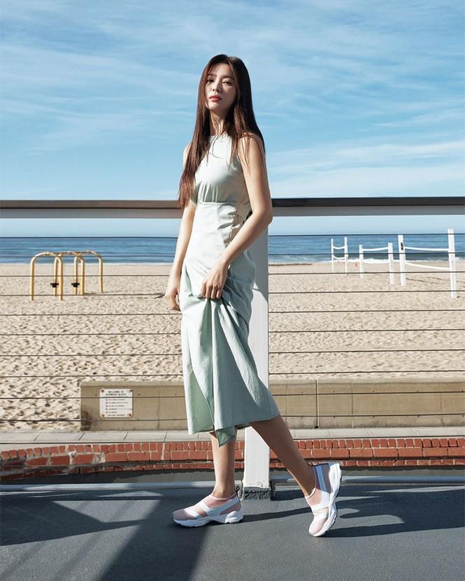 Mỹ nhân độc thân quyến rũ Song Hye Kyo khoe dáng thon với crop top - ảnh 7