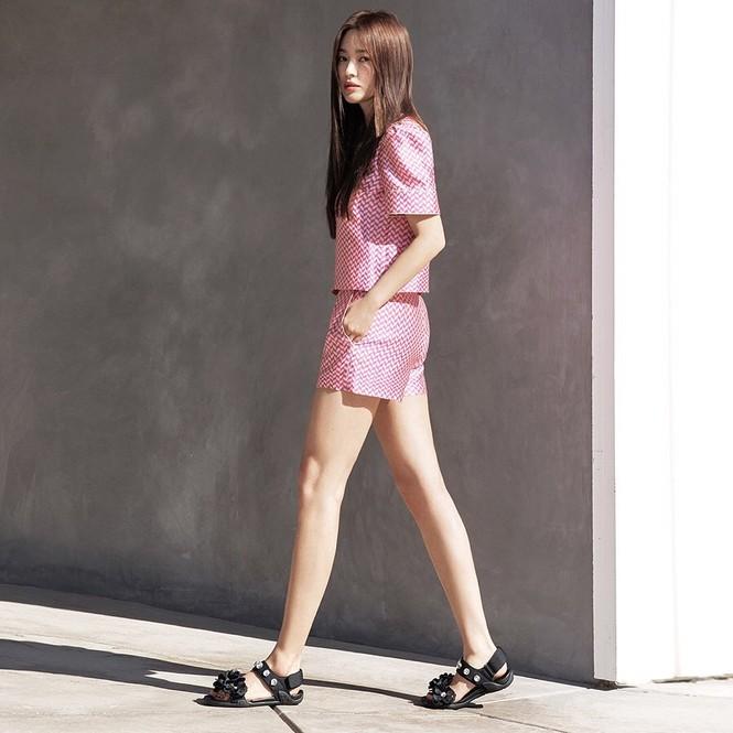 Mỹ nhân độc thân quyến rũ Song Hye Kyo khoe dáng thon với crop top - ảnh 12