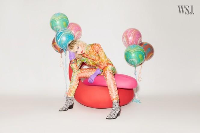 Miley Cyrus đeo găng tay, khẩu trang chống dịch chụp ảnh thời trang - ảnh 5