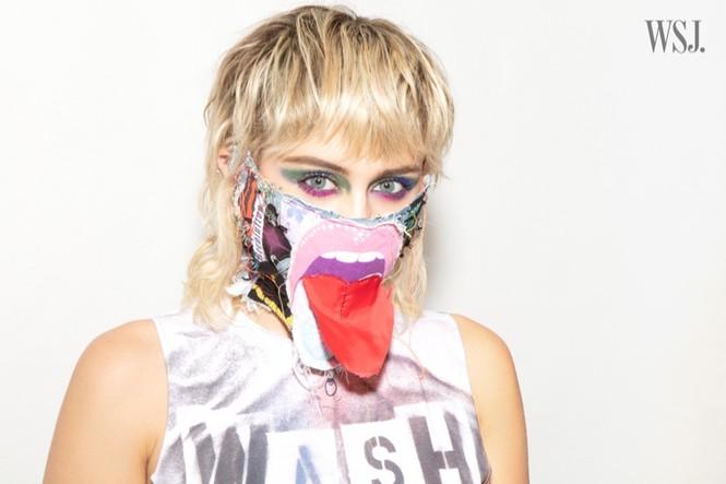 Miley Cyrus đeo găng tay, khẩu trang chống dịch chụp ảnh thời trang - ảnh 7