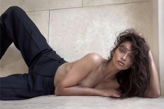 Siêu mẫu Úc Shanina Shaik bán nude chụp ảnh FaceTime tại nhà - ảnh 1