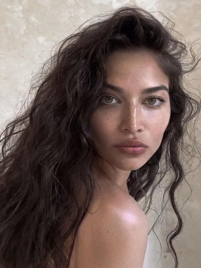 Siêu mẫu Úc Shanina Shaik bán nude chụp ảnh FaceTime tại nhà - ảnh 2