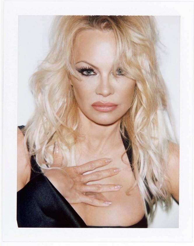 'Quả bom gợi cảm' Pamela Anderson 52 tuổi vẫn khiến các quý ông say đắm - ảnh 4