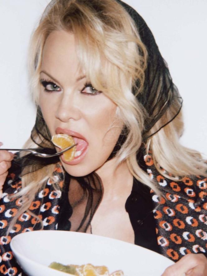 'Quả bom gợi cảm' Pamela Anderson 52 tuổi vẫn khiến các quý ông say đắm - ảnh 7