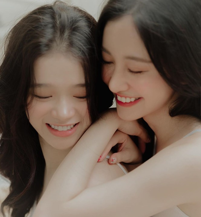 Linh Ka, Jun Vũ đẹp trong trẻo trong loạt ảnh 'chị chị em em' nền nã - ảnh 2