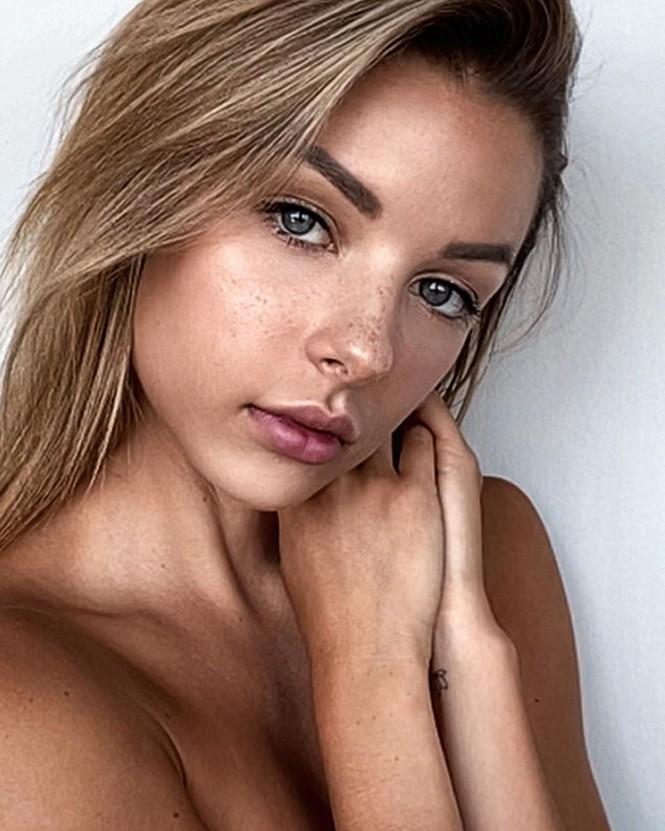 Người mẫu 9x Madi Teeuws táo bạo cởi áo che ngực đầy - ảnh 3