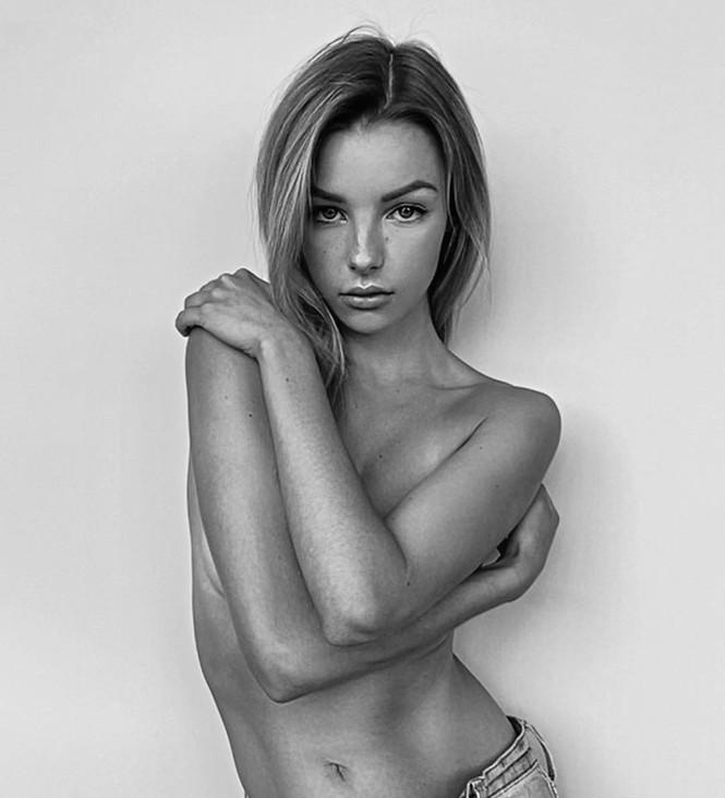 Người mẫu 9x Madi Teeuws táo bạo cởi áo che ngực đầy - ảnh 6
