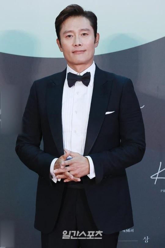 Mỹ nhân 'Hạ cánh nơi anh' Son Ye Jin siêu gợi cảm, nhưng Hyun Bin chỉ ngắm từ xa - ảnh 21