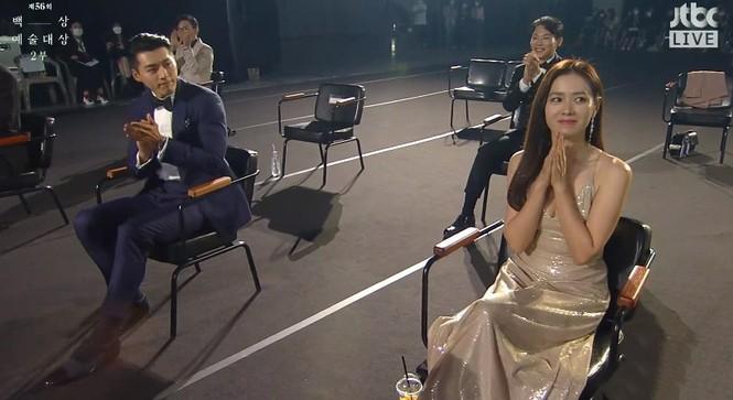 Mỹ nhân 'Hạ cánh nơi anh' Son Ye Jin siêu gợi cảm, nhưng Hyun Bin chỉ ngắm từ xa - ảnh 3