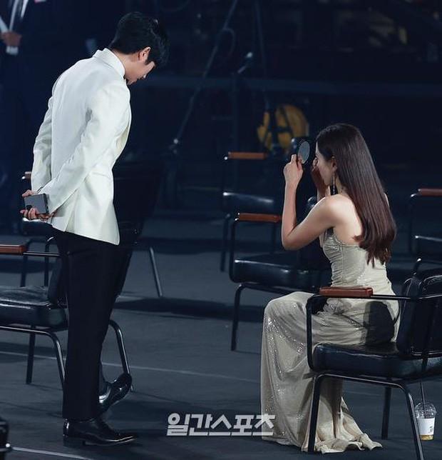 Mỹ nhân 'Hạ cánh nơi anh' Son Ye Jin siêu gợi cảm, nhưng Hyun Bin chỉ ngắm từ xa - ảnh 12