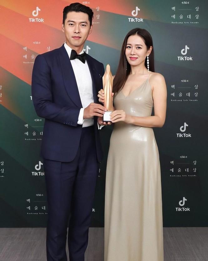 Mỹ nhân 'Hạ cánh nơi anh' Son Ye Jin siêu gợi cảm, nhưng Hyun Bin chỉ ngắm từ xa - ảnh 30