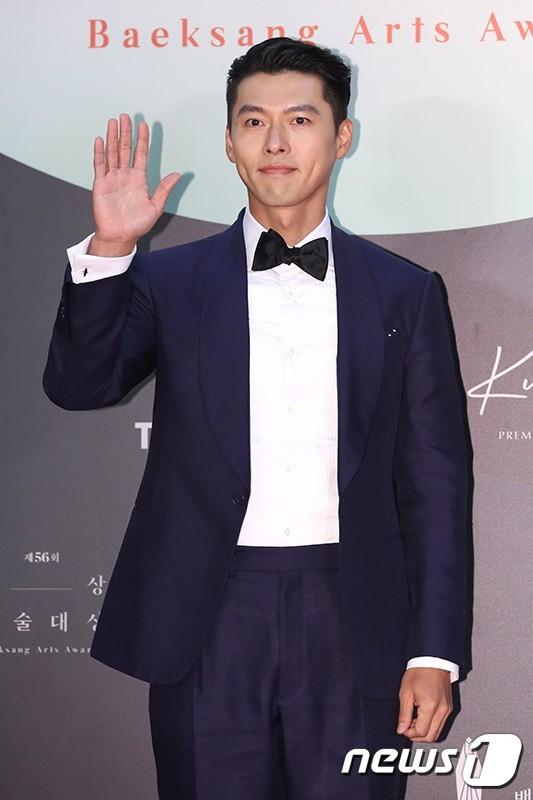 Mỹ nhân 'Hạ cánh nơi anh' Son Ye Jin siêu gợi cảm, nhưng Hyun Bin chỉ ngắm từ xa - ảnh 11