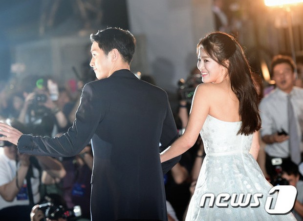 Mỹ nhân 'Hạ cánh nơi anh' Son Ye Jin siêu gợi cảm, nhưng Hyun Bin chỉ ngắm từ xa - ảnh 2