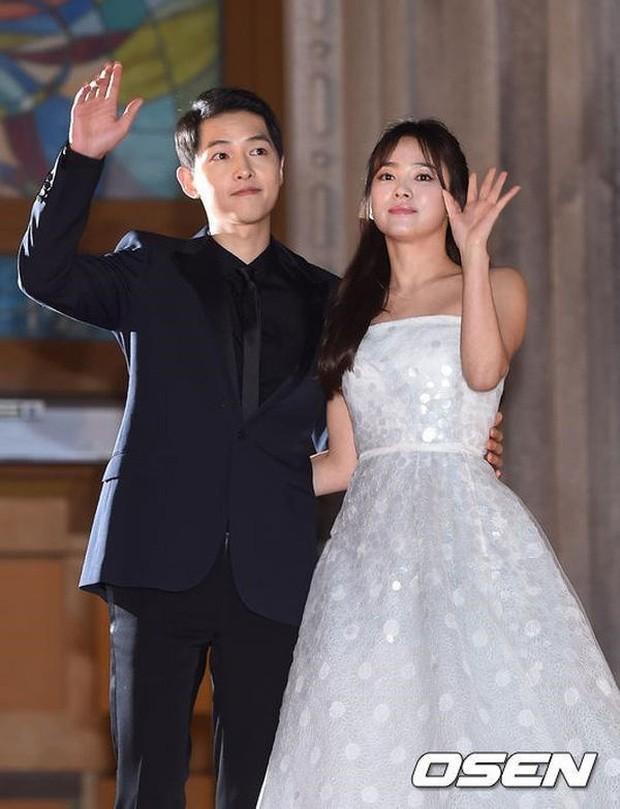 Mỹ nhân 'Hạ cánh nơi anh' Son Ye Jin siêu gợi cảm, nhưng Hyun Bin chỉ ngắm từ xa - ảnh 1