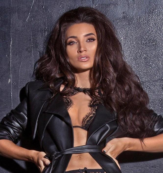Người đẹp 9x Megan Pormer hững hờ che ngực trần trên bìa Maxim - ảnh 3