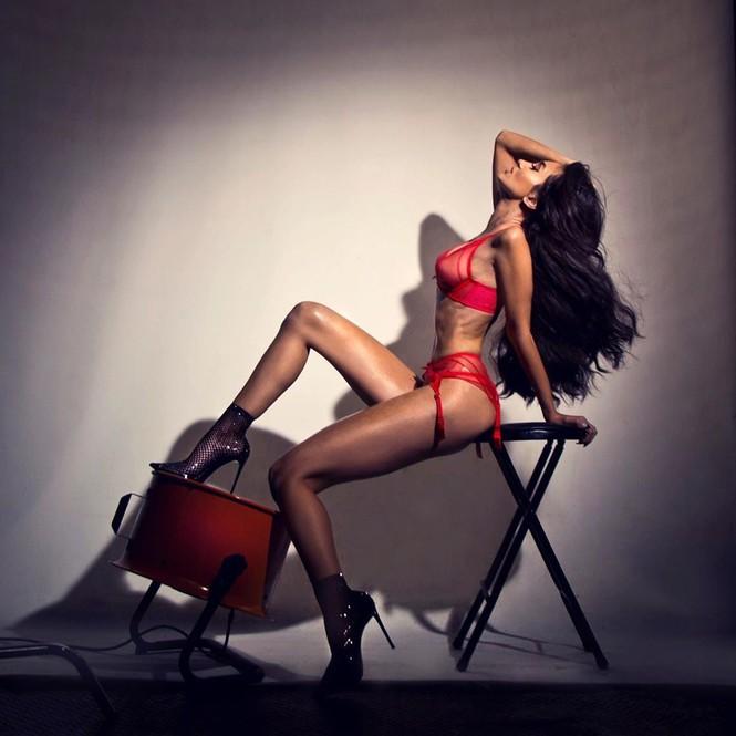 Người đẹp 9x Megan Pormer hững hờ che ngực trần trên bìa Maxim - ảnh 6