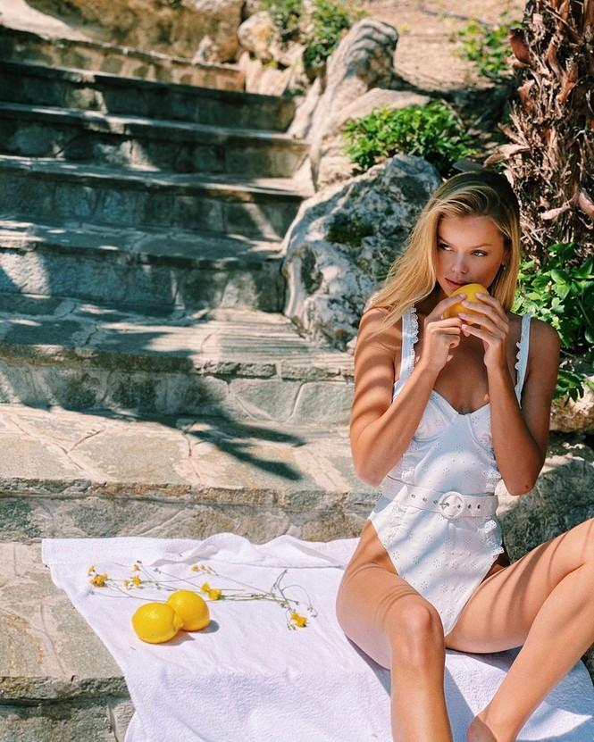 'Búp bê' tóc vàng Frida Aasen táo bạo bán nude - ảnh 2