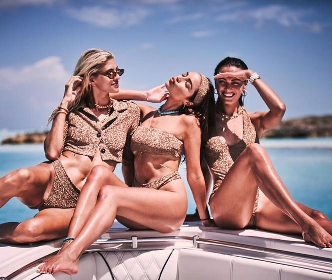 Say đắm sắc vóc tuyệt mỹ của ba mỹ nhân áo tắm trên biển - ảnh 3