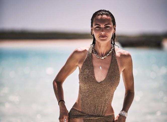 Say đắm sắc vóc tuyệt mỹ của ba mỹ nhân áo tắm trên biển - ảnh 11