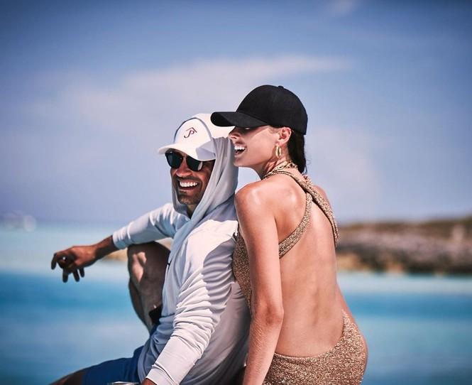 Say đắm sắc vóc tuyệt mỹ của ba mỹ nhân áo tắm trên biển - ảnh 14