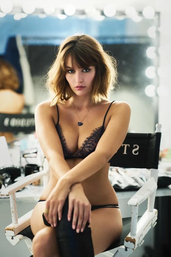 'Bóng hồng Pháp' Lena Simonne như một 'quả bom gợi cảm' trên bìa Maxim - ảnh 2