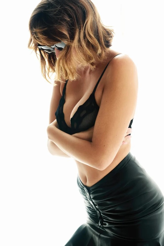 'Bóng hồng Pháp' Lena Simonne như một 'quả bom gợi cảm' trên bìa Maxim - ảnh 9
