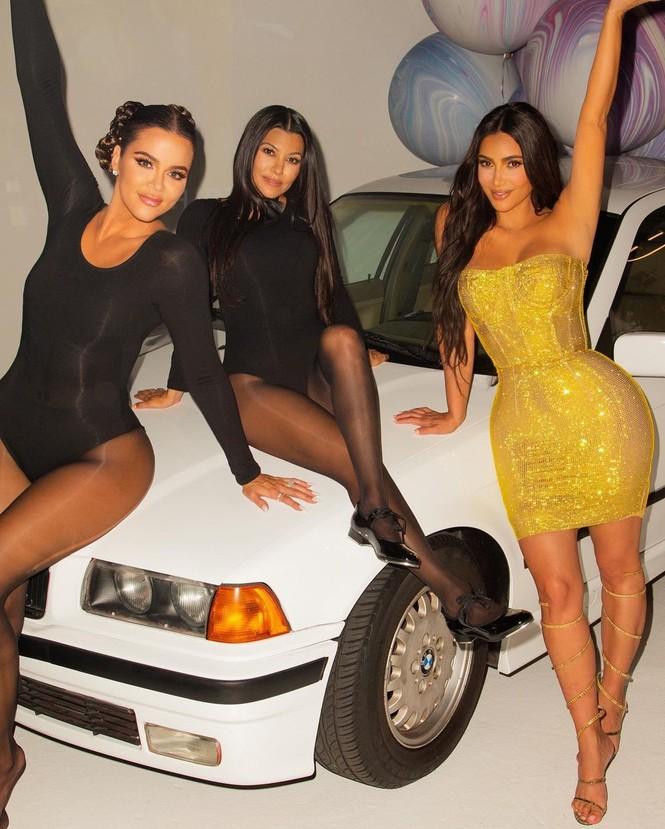 Kim Kardashian siêu gợi cảm trong tiệc sinh nhật tuổi 40 - ảnh 5